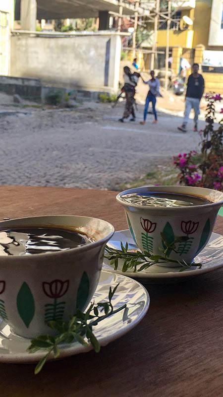 äthiopien kaffee trinken in addis abeba