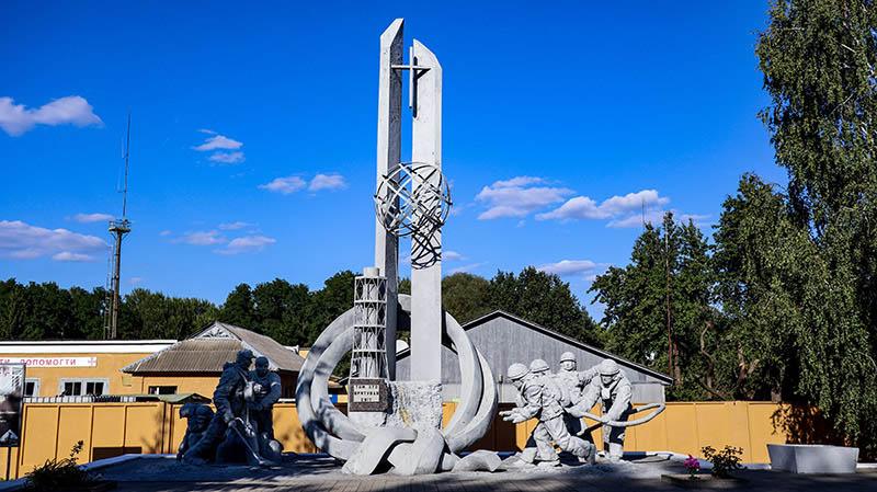 statue fuer die die die welt gerettet haben tschernobyl